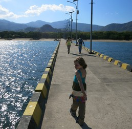 Der Weg über die Landungsbrücke lässt großes erwarten