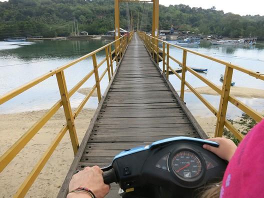 Inselhopping über die Hängebrücke