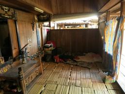Unsere Schlafecke vor dem Eingang der Hütte