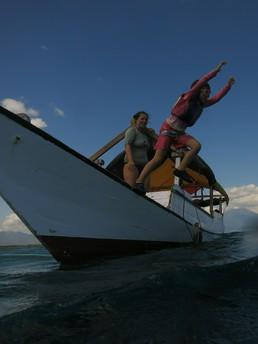 Macht genau soviel Spaß wie Schnorcheln: vom Boot in's Meer springen