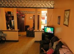 Der Fernseher ist bei unserer Gastfamilie allgegenwärtig...