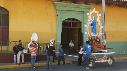 Straßenprozession zu Ehren der Jungfrau Maria